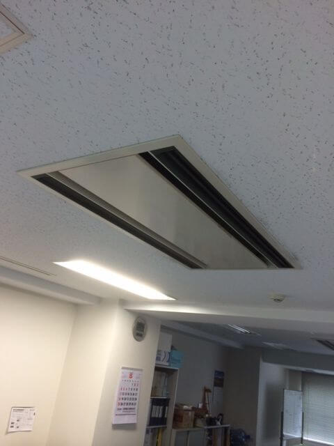 入れ替え前の天井カセット2方向-エアコンB