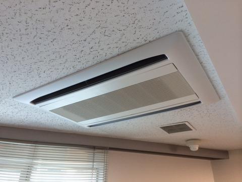 新規室内機(天井カセット2方向)